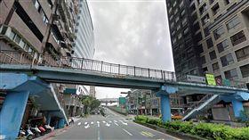 台北市永吉路天橋有少女墜落骨折(翻攝Google Map)