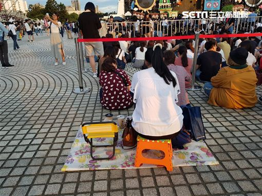 SHE17週年音樂會粉絲排隊情況圖/記者邱榮吉攝影