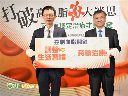 葉宏一理事長(左)和李貽恆教授(右)共同呼籲,調整生活習慣+持續治療才可有效控制血脂。