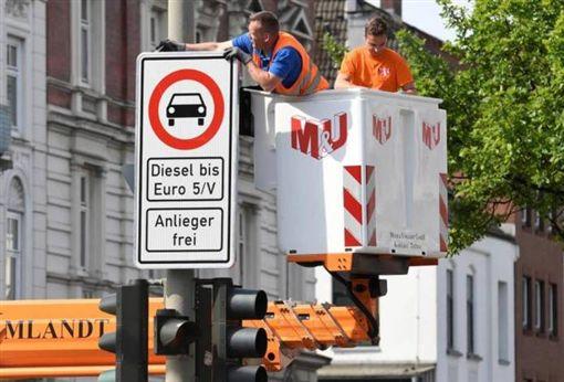 德國漢堡禁行柴油車告示牌(圖/翻攝網路)
