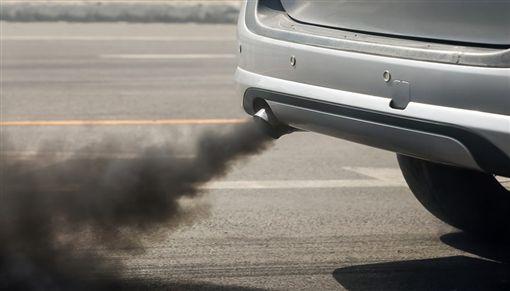 柴油車排放黑煙(圖/翻攝網路)