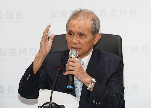 黃煌雄:監督不周  向社會大眾道歉(2)促進轉型正義委員會主委黃煌雄12日在台北召開記者會表示,對於媒體報導非正式會議的內容,造成社會紛擾,監督不周,代表促轉會向社會大眾道歉。中央社記者張皓安攝  107年9月12日