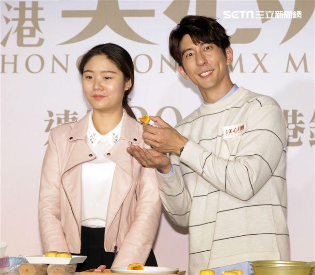 修杰楷與粉絲一起做月餅,與賈靜雯的婚事正在籌備中。(記者邱榮吉/攝影)
