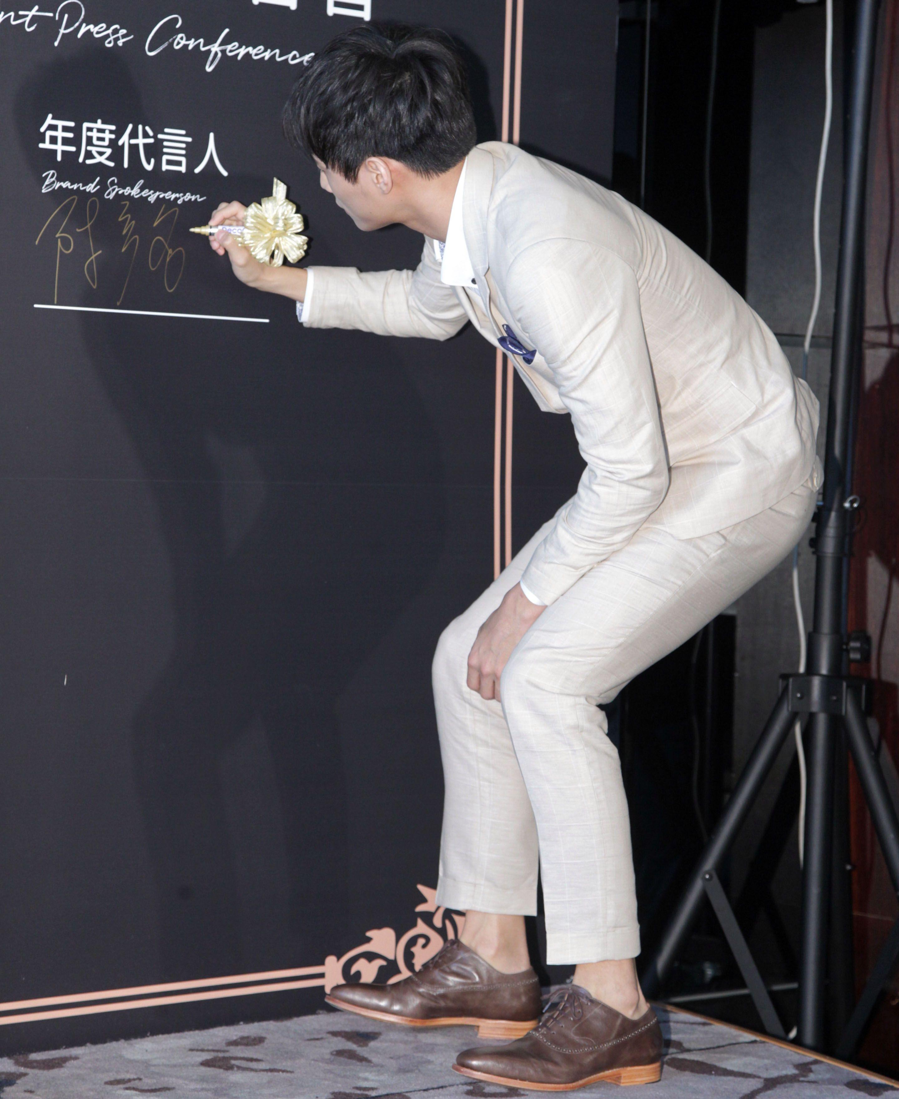 全民男友陳彥名代言冰淇淋。(記者邱榮吉/攝影)