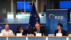 歐洲議員籲歐盟與台灣緊密合作歐洲議會議員史蒂芬尼茲(右2)9月3日在歐洲議會呼籲歐盟應與台灣緊密合作。中央社記者唐佩君布魯塞爾  107年9月4日