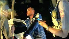 男闖紅燈拖延時間拒酒測 揮拳毆警竟逃過酒駕