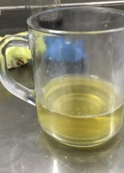 藥師報復同事在她茶杯裡尿尿。(圖/翻攝自梨視頻)