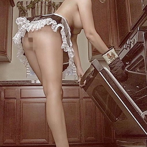 ▲清潔公司推出裸體清潔服務。(圖/翻攝自Bare All Cleaning Service