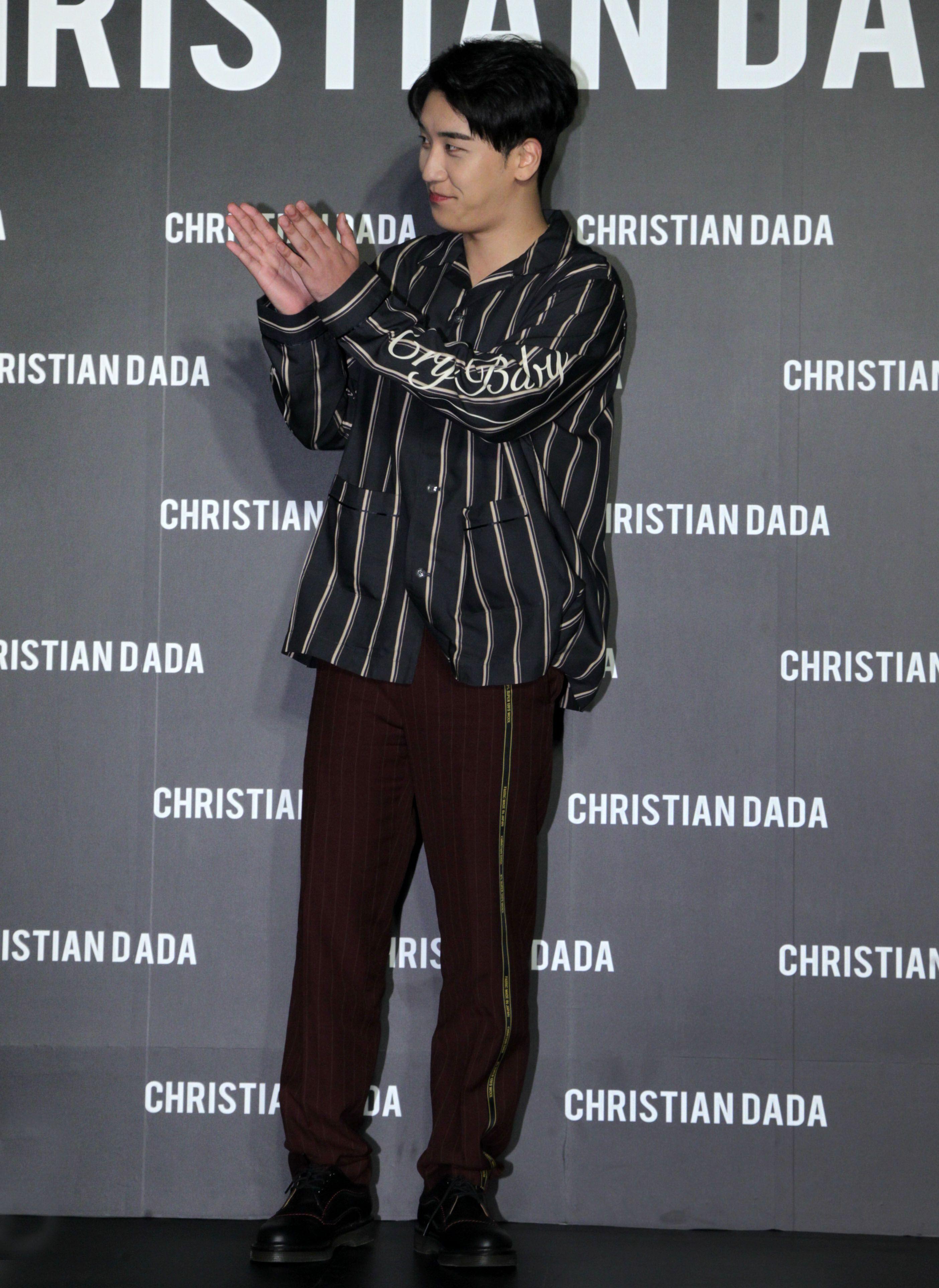 韓國藝人勝利來台灣出席服飾品牌旗艦店開幕,跟粉絲透漏即將來台開演唱會。(記者邱榮吉/攝影)