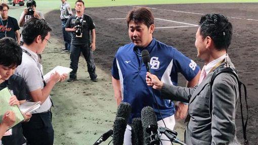 松坂大輔在甲子園球場拿下勝投。(圖/翻攝自中日龍推特)