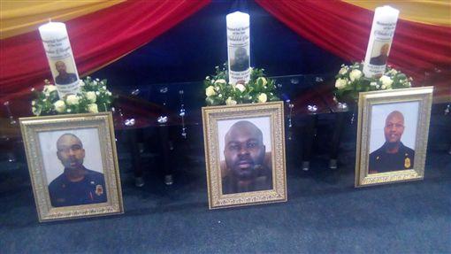南非消防員墜樓死亡(圖/翻攝自推特@44church)