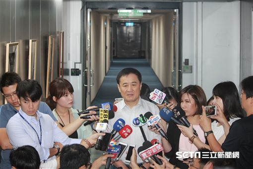 陳景峻宣布請辭北農董座 盧冠妃攝