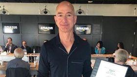 亞馬遜創辦人貝佐斯(Jeff Bezos)。(圖/翻攝自貝佐斯IG)