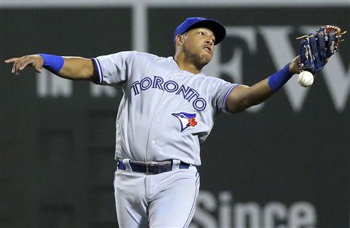 多倫多藍鳥二壘手Yangervis Solarte發生掉球失誤。(圖/美聯社/達志影像)
