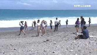 丹娜絲颱風逼近!海巡勸離七星潭遊客