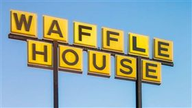 笨賊持BB槍搶劫 結果顧客有真槍… 搶劫,BB槍,真槍,Waffle House 翻攝自推特