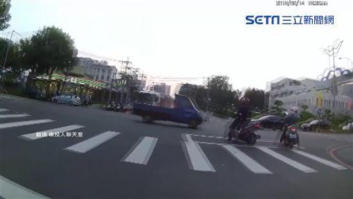 拖板車連撞十幾台車多人傷