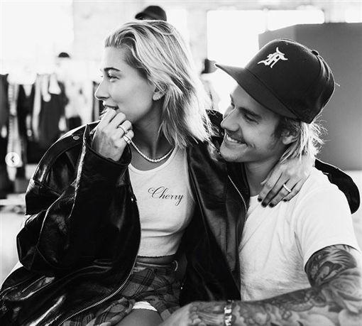24歲的加拿大歌手小賈斯汀(Justin Bieber)日前宣布和女友海莉(Hailey Baldwin)訂婚。(翻攝IG)