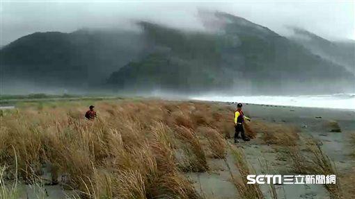 宜蘭粉鳥林巨浪捲走女老師 山竹逼進「海象差」搜救困難