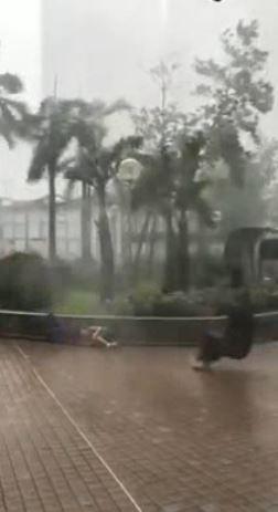 香港,山竹,玻璃窗,大樓,災情(圖/翻攝自網路)
