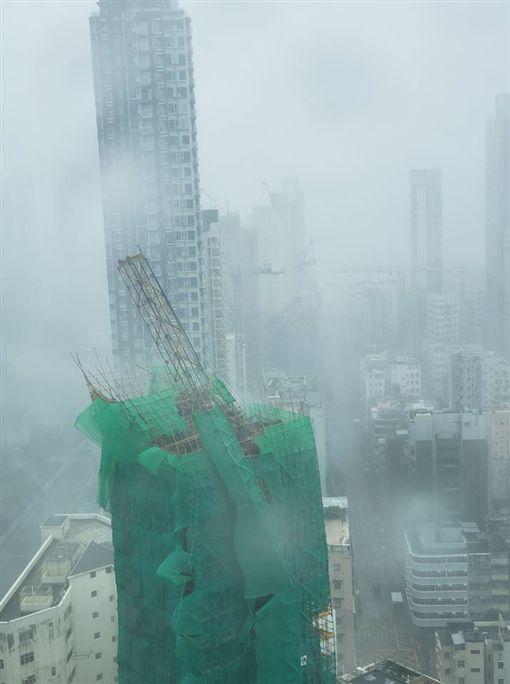 香港,山竹,大樓,災情,起重機(圖/翻攝自我長大於大角咀)