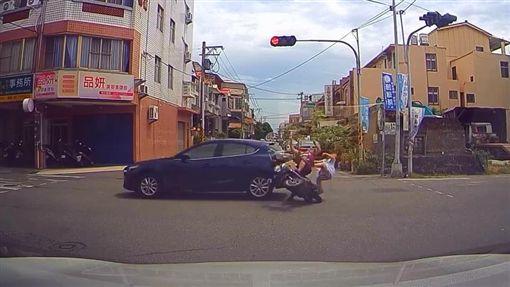 彰化,鹿港,車禍,闖紅燈,安全帽(圖/翻攝我愛鹿港小鎮)