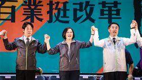 總統蔡英文16日下午為台南市長參選人黃偉哲及議員參選人輔選造勢。(圖/民進黨提供)