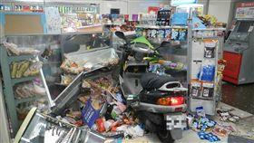 台北,超商,機車,西門町,疲勞駕駛(圖/翻攝畫面)