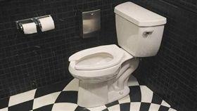 廁所,排水口,催吐,爆廢公社 圖/翻攝自臉書爆廢公社