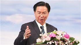 吳釗燮:捍衛印太區域自由民主 台灣願分享經驗外交部長吳釗燮30日出席「印太安全對話」開幕典禮致詞,談到印太區域表示,台灣無意抑制任何國家的崛起,理念相似的國家在尋求他們的印太戰略時,台灣是一個理想的夥伴,在捍衛自由民主的第一線上,台灣願意伸出援手並分享經驗。中央社記者謝佳璋攝 107年8月30日