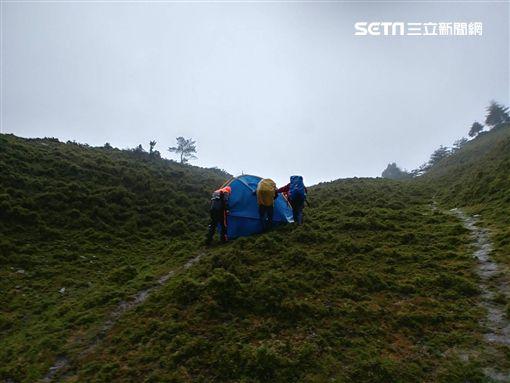 為救葉男7搜救人員受困/李姓消防隊員提供
