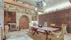 ▲波波豪宅中的酒窖。(圖/取自網路)