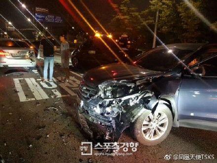 朴美善19日晚間意外遭酒駕車輛撞上/翻攝自鳳凰天使微博