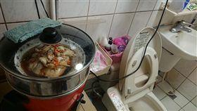 蒸魚,味道,廁所,浴室,馬桶(圖/翻攝自爆廢公社)