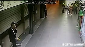 陳姓空姐向警方陳述襲胸經過,然後又突然直接走掉(翻攝畫面)