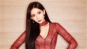 林志玲日前上傳一張時尚氣場十足的美照。(圖/翻攝自林志玲臉書)
