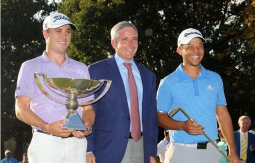去年巡迴錦標賽結束,出現謝奧菲勒(右)與湯姆斯2位冠軍。(圖/翻攝自Golf Digest網站。)