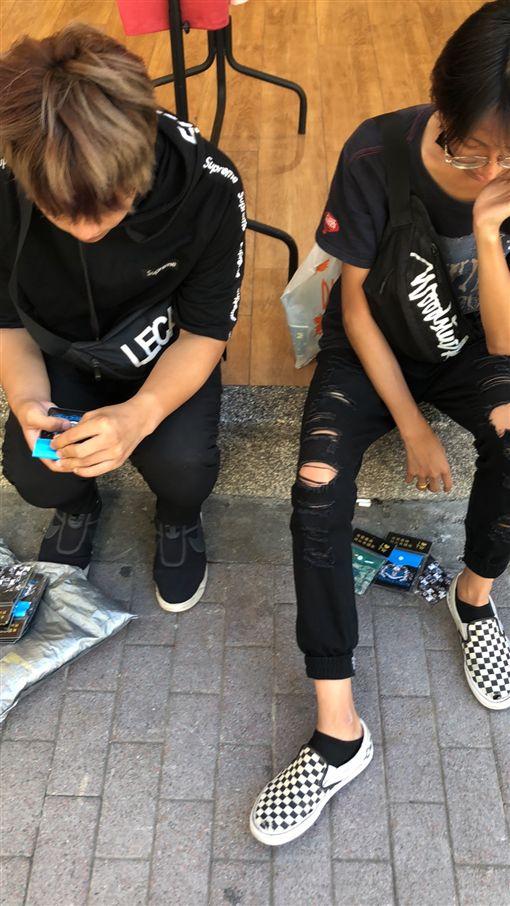 台北,萬華,愛心筆,強迫推銷,社維法。翻攝畫面