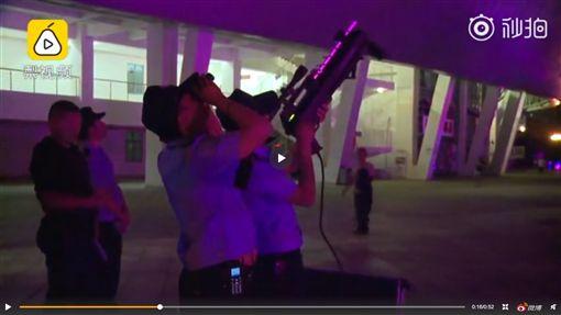 張學友演唱會驚見無人機,警方當場舉槍擊落 圖/翻攝自微博