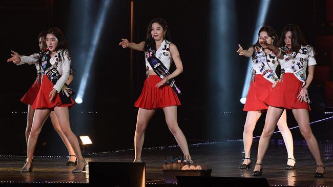 韓夯女團在台個唱 中文喊「我請客」