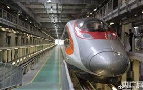 廣深港高速鐵路、大陸高鐵(圖/翻攝自微博)