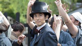 藤岡靛2015年演出《阿淺》中的五代友厚,掀起日本一股「五代熱潮」。(圖/阿淺劇照)