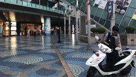 台北,京華城,砍人,美食街。翻攝畫面