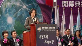 蔡英文總統25日上午出席「世界台灣商會聯合總會第24屆年會開幕典禮」。(圖/總統府提供)