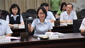 吳音寧出席北農董事會(2)台北農產運銷公司19日下午召開董事會,北農總經理吳音寧(前)面帶微笑出席。中央社記者王飛華攝  107年9月19日
