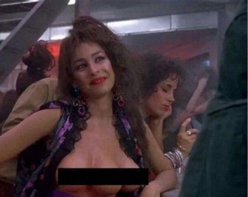 致敬阿諾?米蘭時裝周驚見三乳模特米蘭時裝周,乳癌,魔鬼總動員翻攝自推特