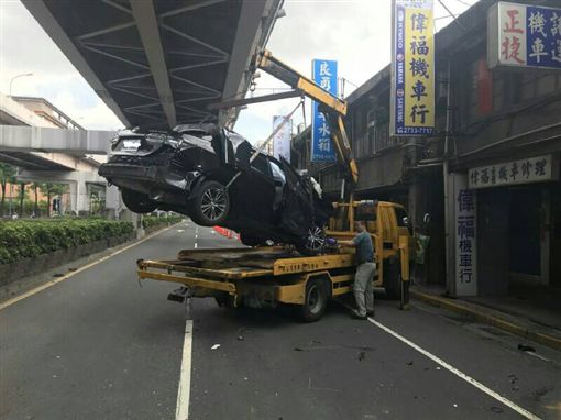 台北,酒駕,基隆路,弟弟,賠償。翻攝畫面