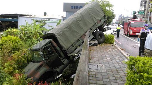 桃園市,龍潭,軍卡,車禍,士兵