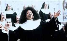 《修女也瘋狂》劇照。翻攝IMDB
