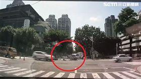 拖吊車左轉遭撞/翻攝畫面